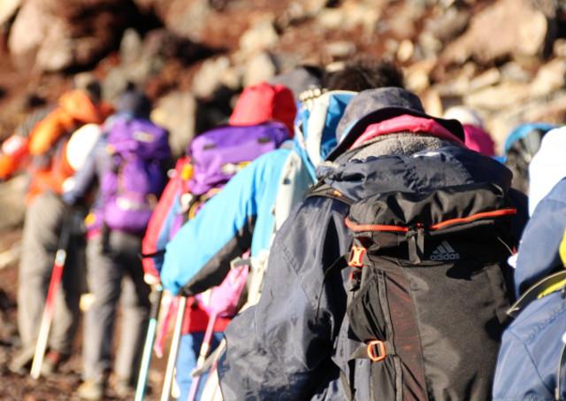 山道を安全に歩くには、準備運動と正しく靴を履くことが大切です。屋久島トレッキングガイドならGUIDE OFFICE 屋久島。